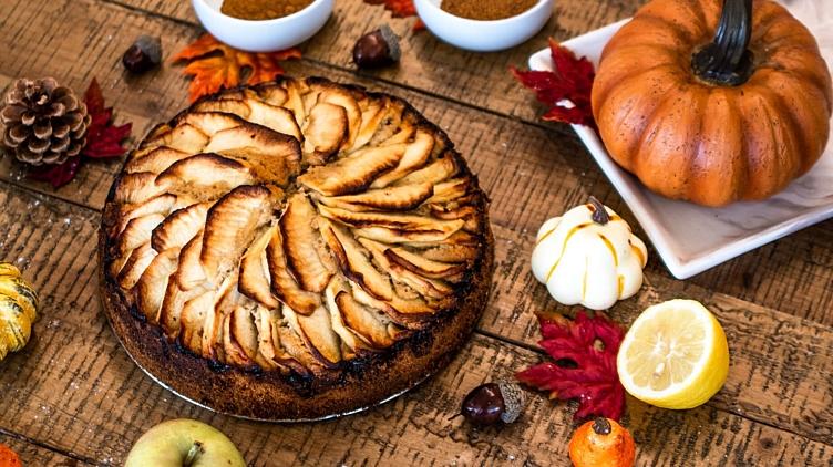 Image de recette pour: Gâteau protéiné aux pommes et à la cannelle