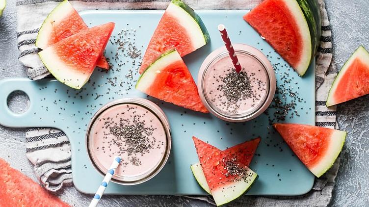 Image de recette pour: Smoothie à la pastèque et aux fraises au chia